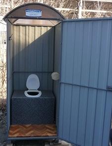 Туалет на даче из металлопрофиля